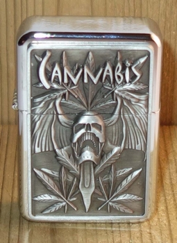 """Aansteker   """" Canabis """"   Zilverkleurig"""