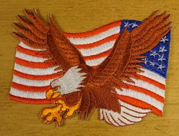 """Strijkapplicaties  """" Adelaar met  Amerikaanse vlag """" links"""
