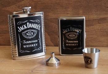 """Jack Daniels """" Drankflesje + beker + metalen doosje """""""