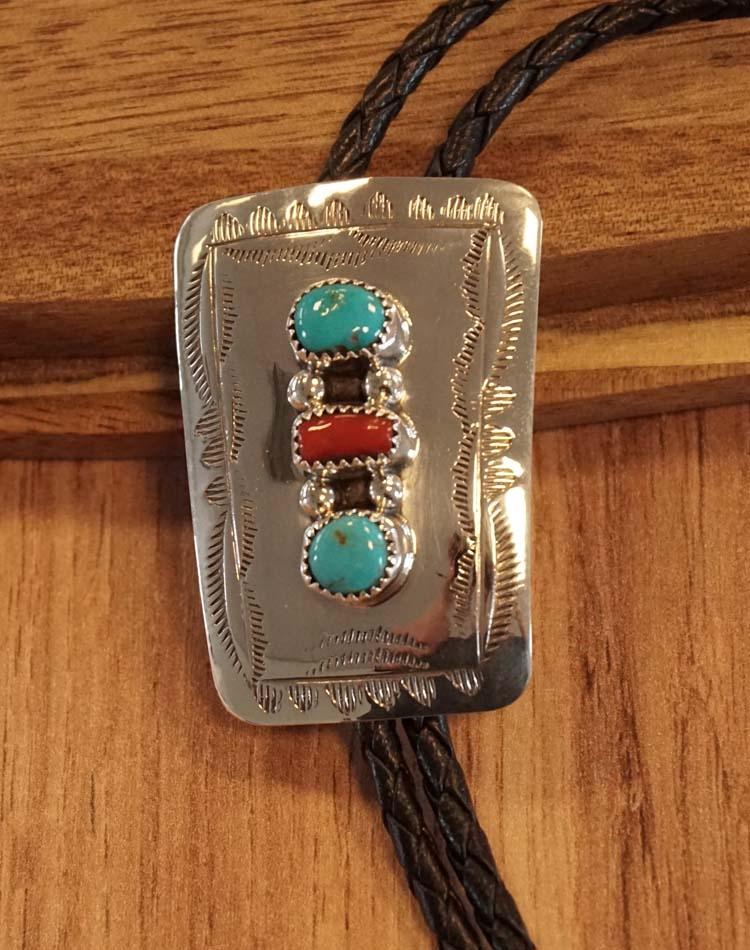 """925 zilveren bolo tie  """" Siermotief, rode / turquoise stenen"""
