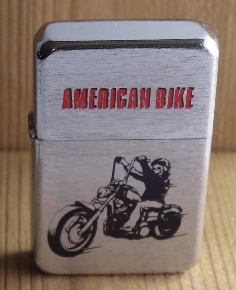 """Aansteker   """" American biker """"   Zilverkleurig"""