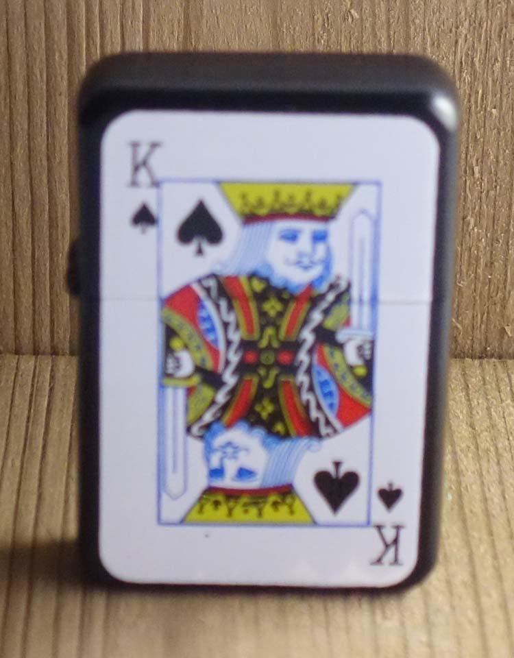 """Aansteker  """" Casino  Schoppen koning """"   Zwart"""