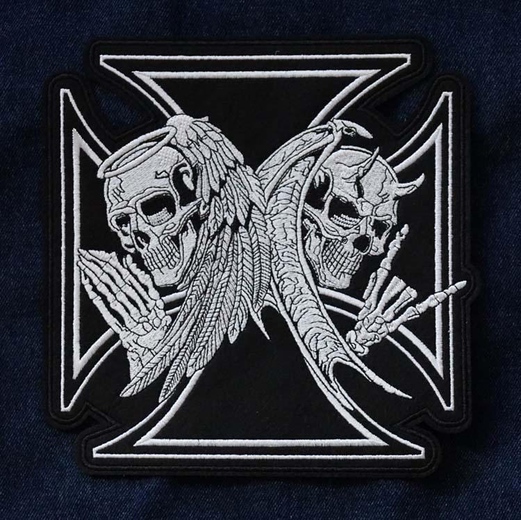 """Applicatie   """" Maltezer kruis met 2 doodskoppen engelen """""""