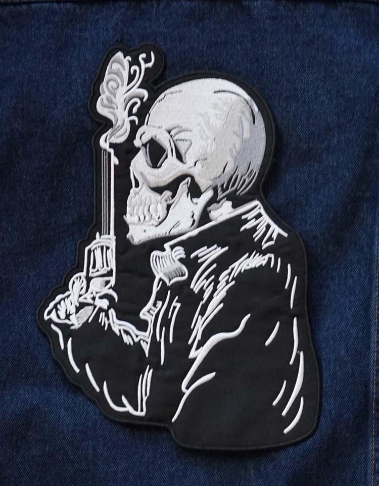 """Applicatie   """" Skelet met revolver """""""