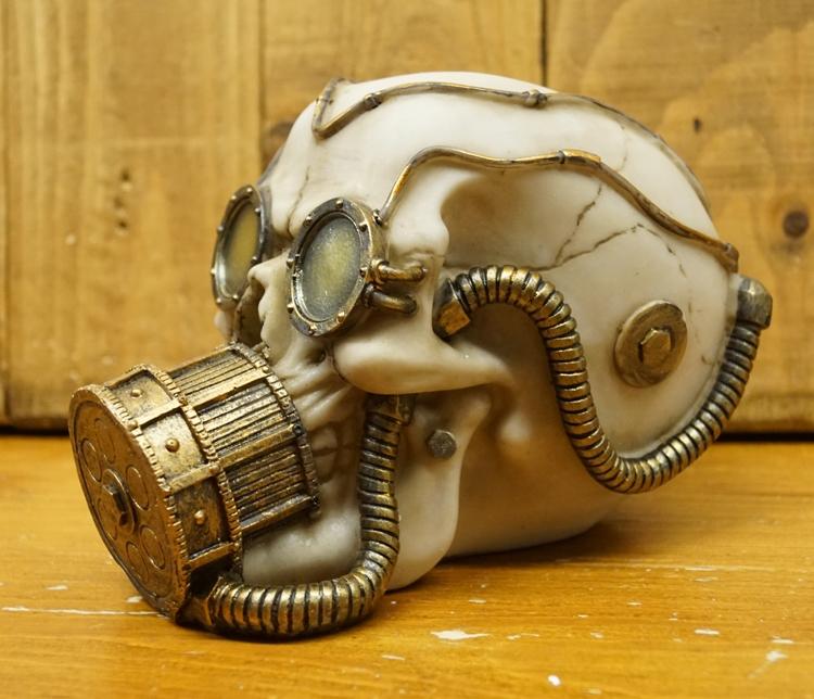 """Beeld """" Doodskop met gasmasker """""""