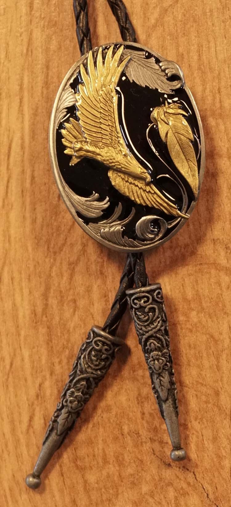 """Bolo tie  """" Vliegende adelaar """"   goudkleurig / zwart"""