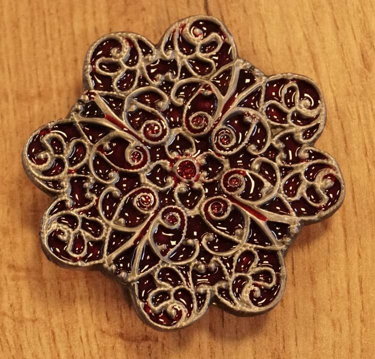 """Buckle  """" Keltisch bloem """"  nikkelkleurig / rood"""