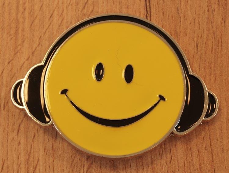 "Buckle  "" Smiley met koptelefoon """