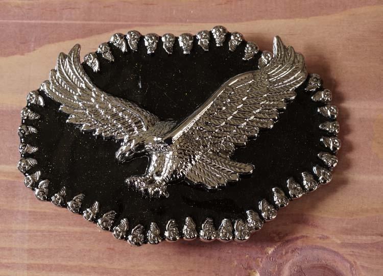 """Buckle  """" Zilverkleurige adelaar op zwart glitter schild """""""