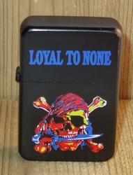 """Aansteker   """" Doodshoofd  Loyal to none """"   Zwart"""
