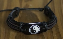 "Leren armband  "" Yin & yang ""  Zwart   UITVERKOCHT"