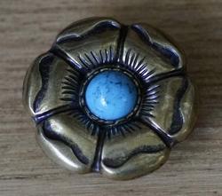 "Concho  "" Bloem met blauwe steen """