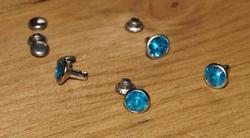 """Studs glitter steenje  """" Licht blauw """""""