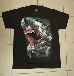 """T-shirt   """" Aanvallende haai """"   Zwart"""