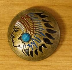 """Concho  """" Indiaan met blauwe steen """"  Koper kleurig"""