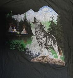 """T-shirt  """" Wolf bij meer met tipi tenten """"   Zwart"""