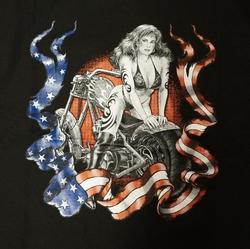"""T-shirt  """" Americaanse vlag, vrouw op motor """"  Zwart"""