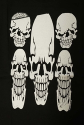 "T-shirt  "" Five skulls ""  zwart"
