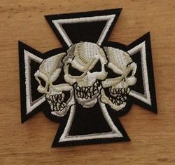 """Applicatie   """" Maltezer kruis met skulls """""""