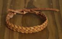 Smalle leren armbanden